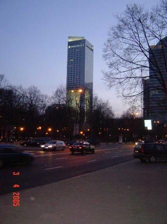 InterContinental Hotel Warsaw: Getting closer