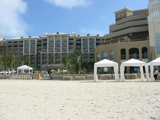 The Ritz-Carlton, Grand Cayman: right side