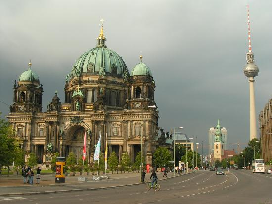 Berlim, Alemanha: Berlin Cathedral and TV Tower