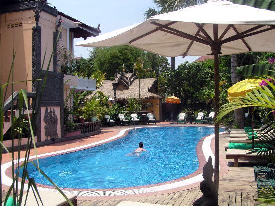 Bopha Siem Reap Boutique Hotel: Pool area
