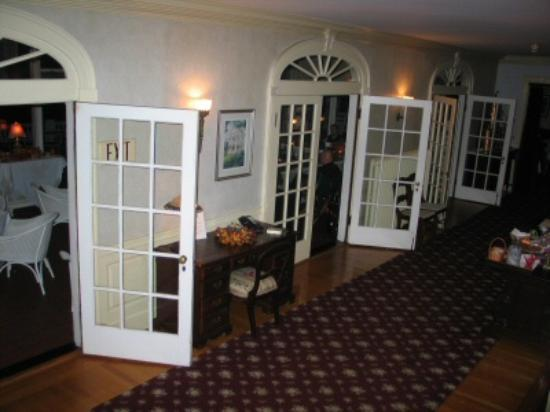 The White House Inn : tto the Lobby