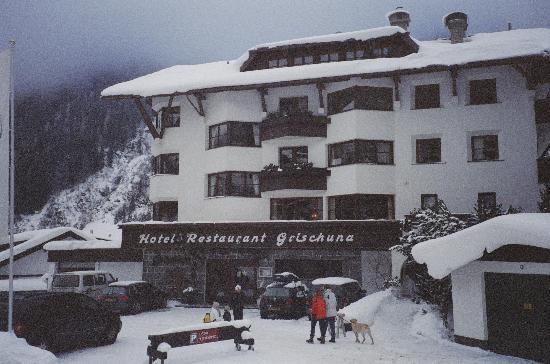 Hotel Grischuna: Fun in the snow