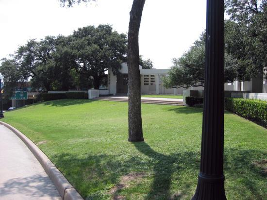 Grassy Knoll Picture Of The Sixth Floor Museum At Dealey