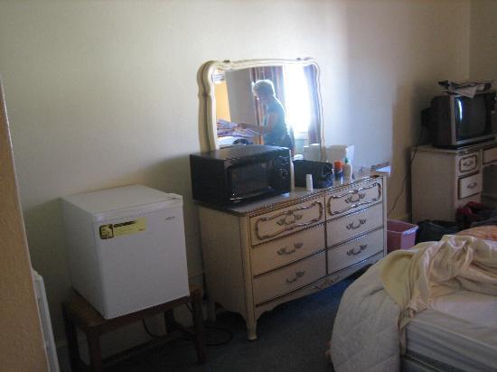 Gadsden Hotel: Dresser area