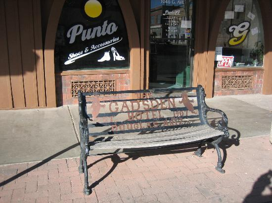 Gadsden Hotel: Bench outside hotel, a nice touch