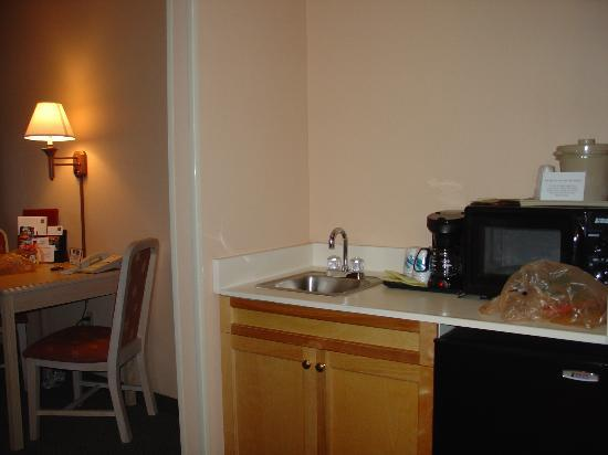 Courtyard Sarasota University Park/Lakewood Ranch Area : microwave & frig area