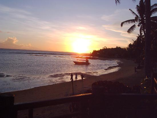 Naviti Resort : Beautiful sunset from Bar Lounge!