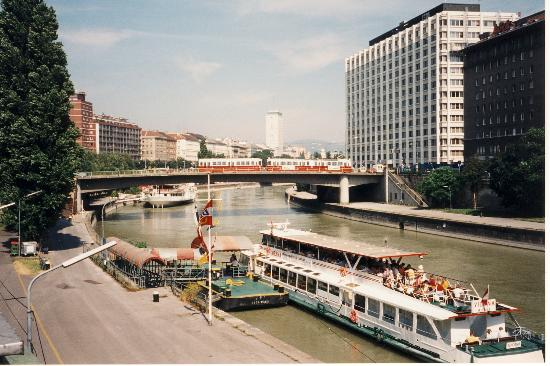 Danube Canal (Donau Kanal) Photo