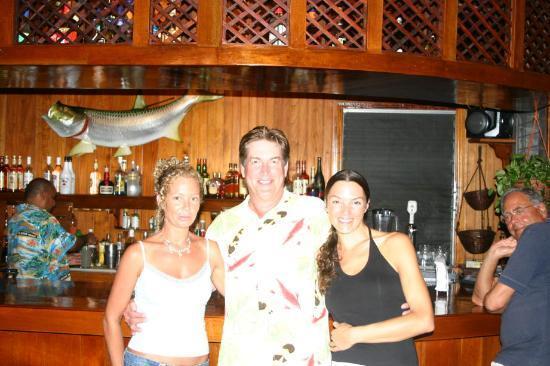 ترنيف آيلاند ريزورت: Staff members Tanya and Rona