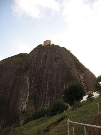 Piedra del Peñol: A look up