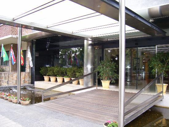 Tryp Montevideo Hotel: Entrance