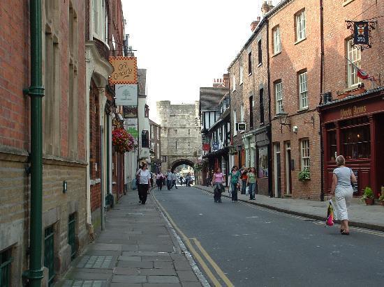 BEST WESTERN PLUS Dean Court Hotel: Pedestrian Street in York