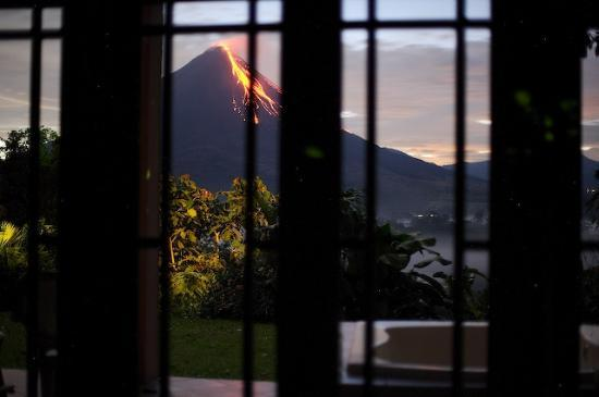 Lost Iguana Resort & Spa : View of Volcano from our room!