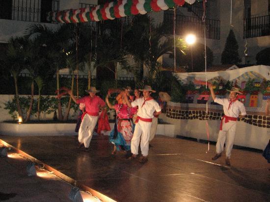 San Marino Hotel: mexican dancers