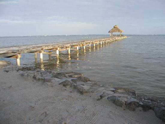 Xanadu Island Resort: Pier on the beach-front