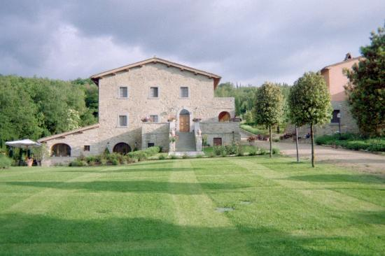 ‪‪Casa Portagioia‬: Casa Portagioia lawn and main house‬