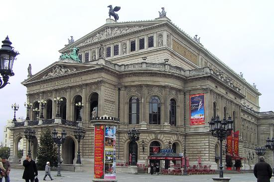 Frankfurt, Jerman: Alte Oper at Christmas