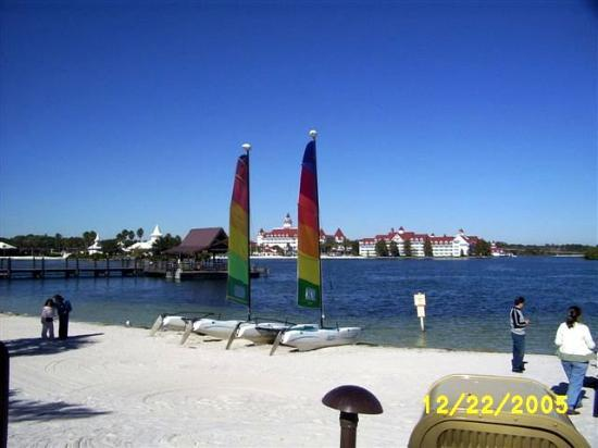 Disney S Polynesian Village Resort Can See Grand Floridian From Beach