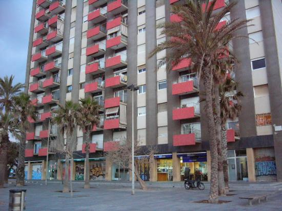 Equity Point Sea - Hostel Barcelona: That's the building where the hostel's located