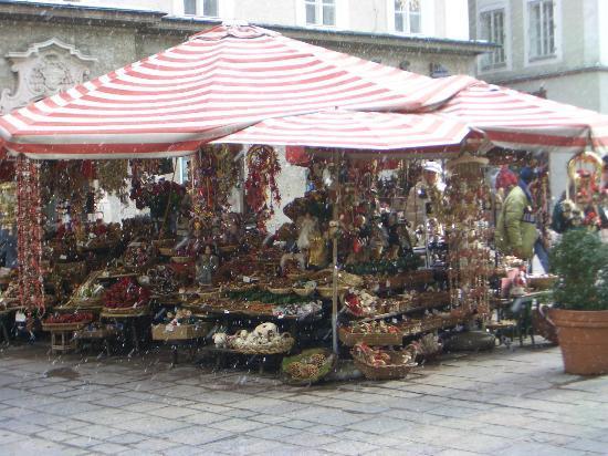 Salzburg, Österreich: Christmas stall