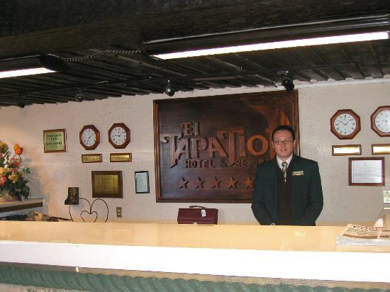 Hotel El Tapatio & Resort: front desk