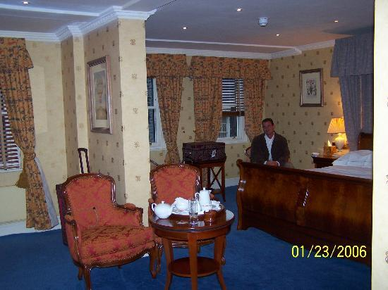 Parkes Hotel Resmi
