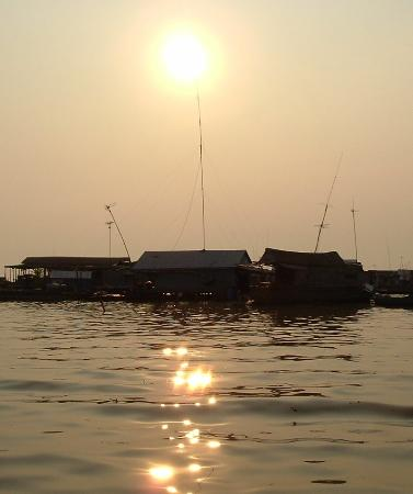 Siem Reap, Kambodża: Floating Village at Sunset