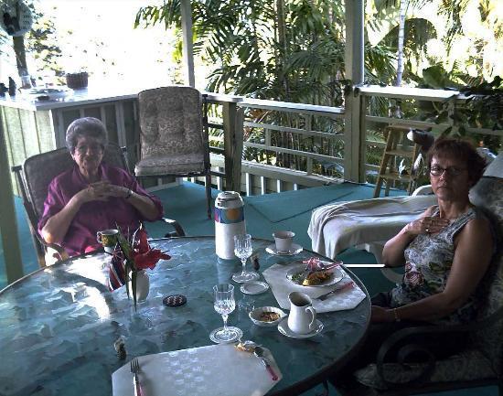 1st Class Vacation Rental Kona Hawaii: breakfast on the lanai