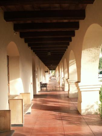 Old Mission Santa Ines: Beautiful arches