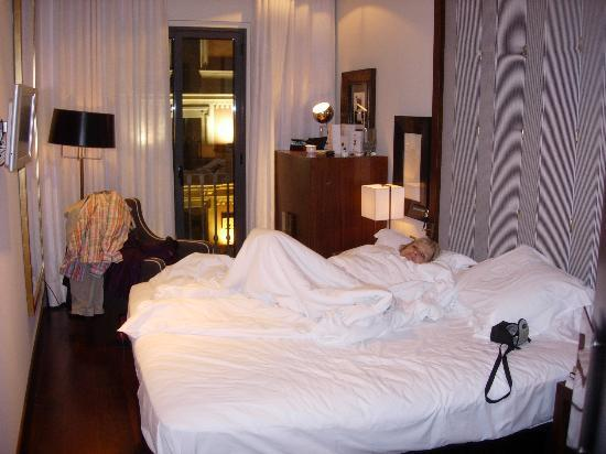 Hotel Pulitzer: Room showing comfortable bed