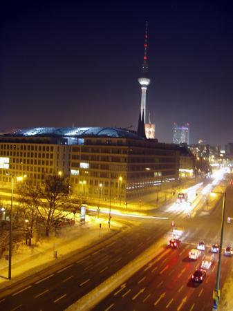 Novotel Berlin Mitte: Night view from the hotel room