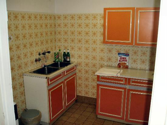 Radio Inn: The Kitchen