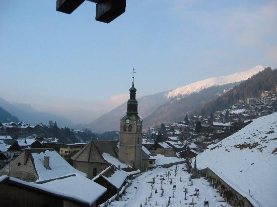 Hote Le Petit Dru : The Church next door