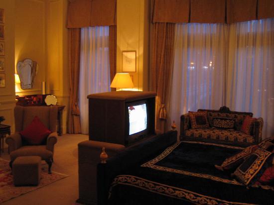 The Balmoral Hotel: TV in the Master Bedroom