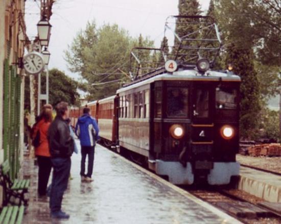 Train in a station - Foto di A...