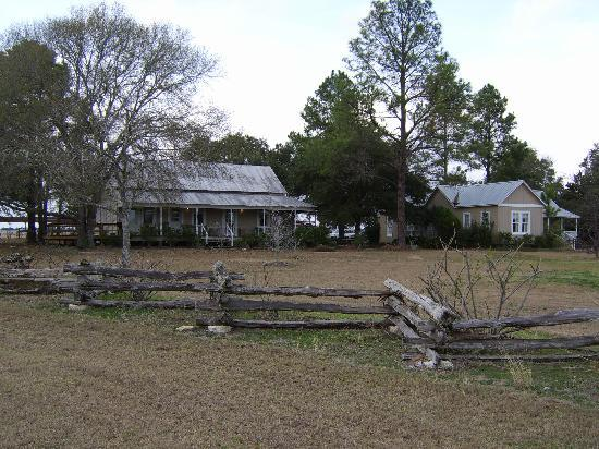 Briarfield at Round Top : The main lodge to the left, rooms to the right