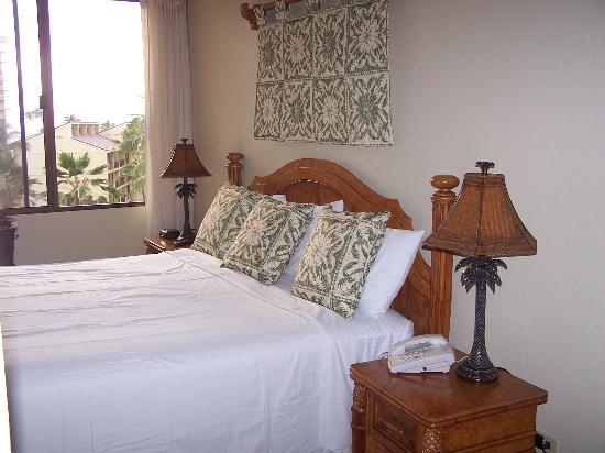 Aston Kaanapali Shores: King size bedroom