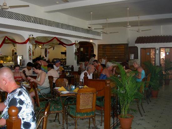 Heritage Village Club Goa: Dining room