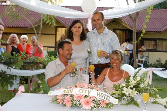 Sun City Apartments & Hotel: gengus and his wife