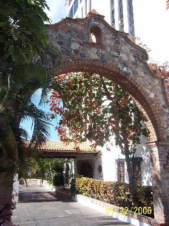 هوتل سويتس لا سيستا: Entrance to La Siesta