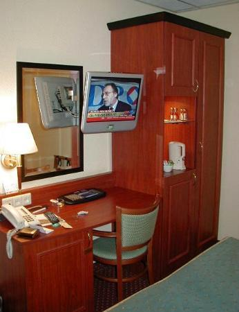 Hotel Amsterdam - De Roode Leeuw : Desk and TV