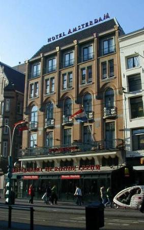 Hotel Amsterdam - De Roode Leeuw: Hotel from street