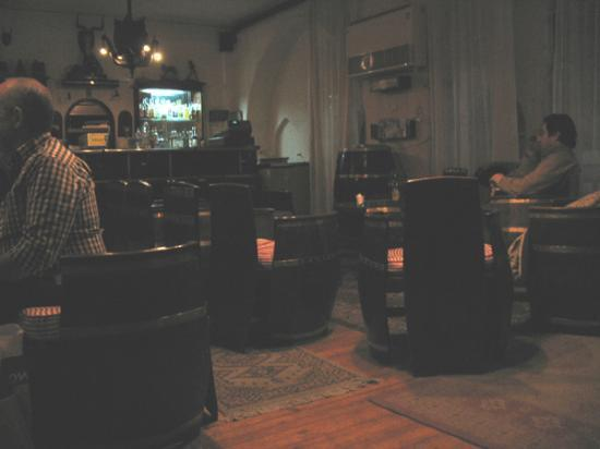 Windsor Hotel Cairo: View of the bar, lovely and cosy.