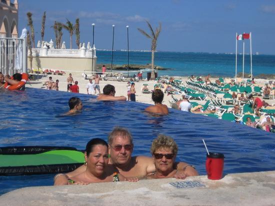 Endless pool  Picture of Hotel Riu Cancun, Cancun