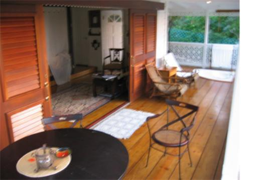 Lamb's Cottages: Garden Cottage with sliding doors opened