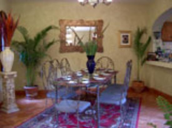 Magdalena's Bed & Breakfast: Dining Room