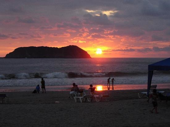 Hotel Costa Verde: Sunset at Manuel Antonio beach