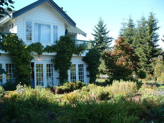 Sooke Harbour House Resort Hotel: Sooke Harbour House. Garden Room