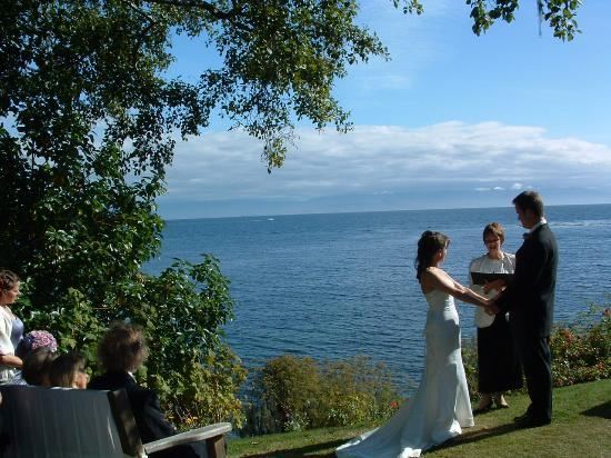 Sooke Harbour House: Nice spot for a wedding ceremony, or just sitting..