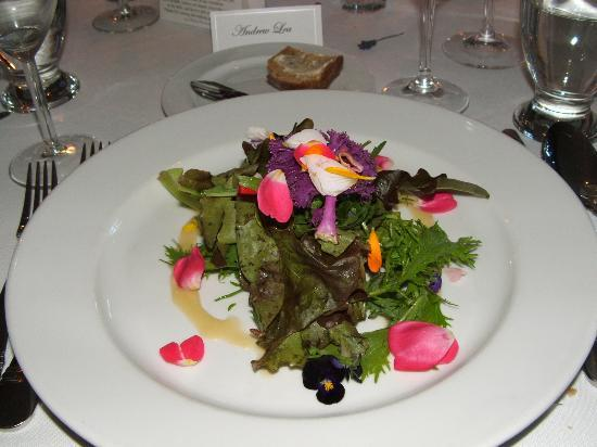 Sooke Harbour House Resort Hotel: Restaurant's salad. Edible flowers from the garden.